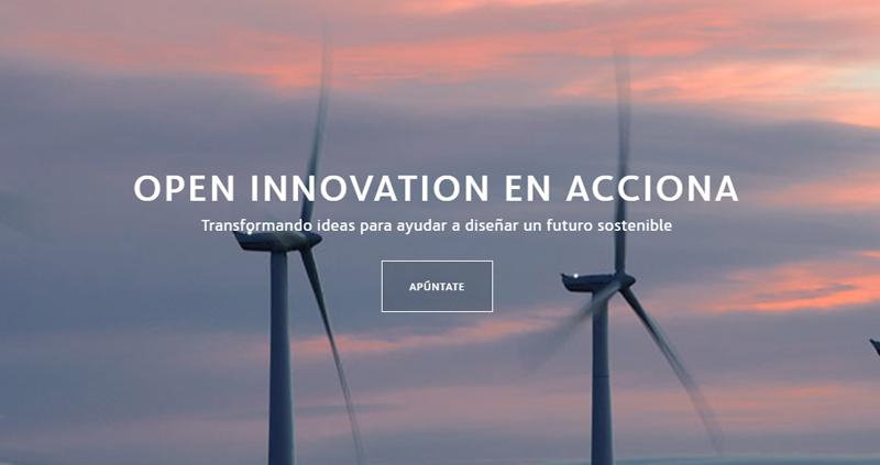 """Dos aerogeneradores en funcionamiento con el texto sobreimpreso """"Open Innovation en Acciona"""" y un cuadro en el que se lee """"Apúntate""""."""