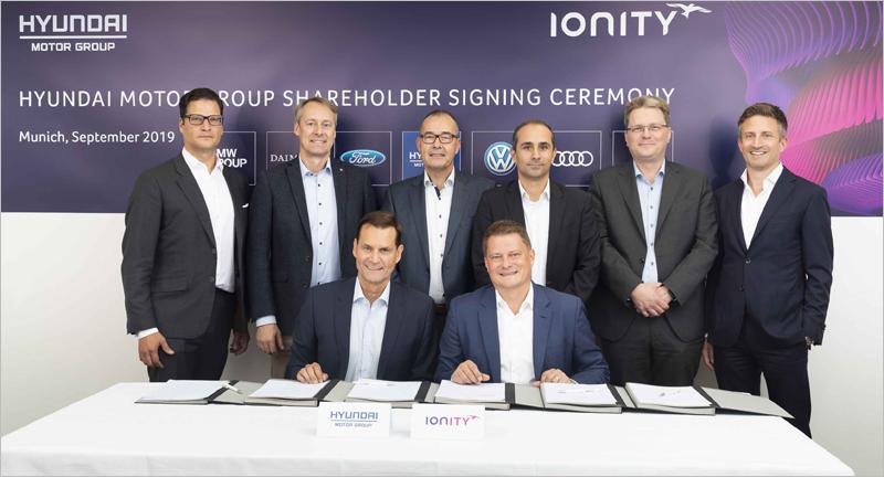 Fundadores y directivos de Ionity, la empresa dedicada a desplegar una red de puntos de recarga en Europa, junto a representante de Grupo Hyundai.