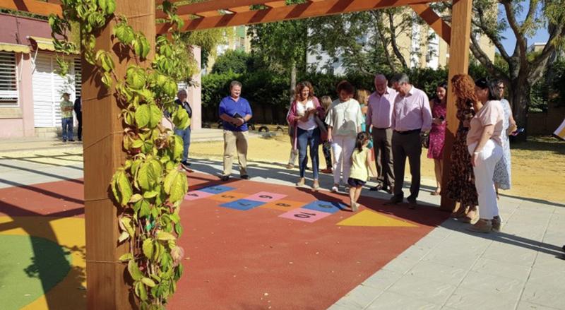 Visita de autoridades a colegio público de Sevilla