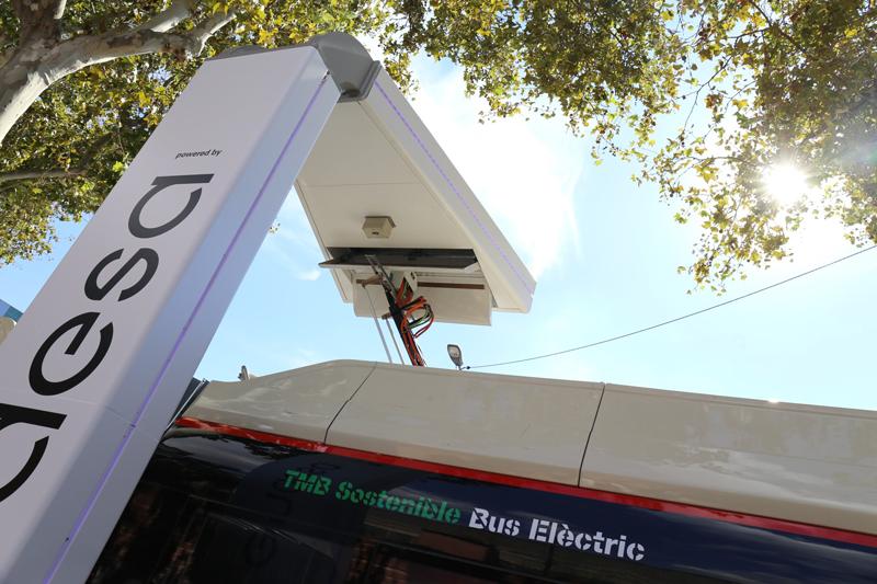 pantógrafo para recargar autobuses eléctricos en Barcelona