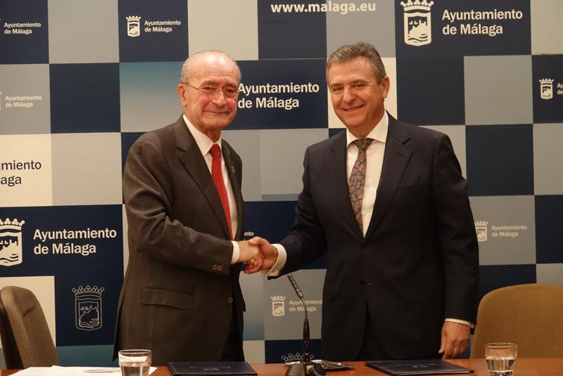 El alcalde de Málaga, Francisco de la Torre, y el director general de Endesa en Andalucía y Extremadura, Francisco Arteaga.