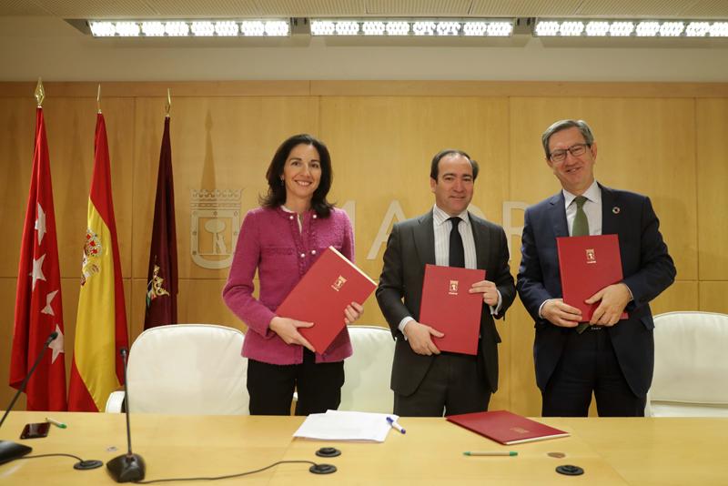 Firma de los acuerdos en el Ayuntamiento de Madrid