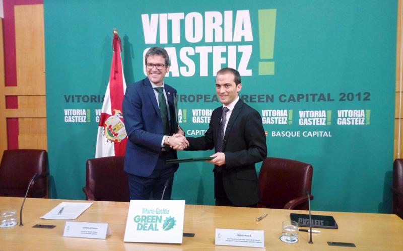 El alcalde Gorka Urtaran y el director general del Ente Vasco de Energía, Iñigo Ansola