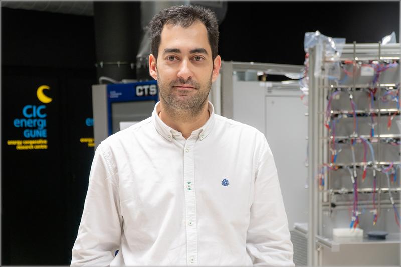 El investigador de CIC energiGUNE Daniel Carriazo
