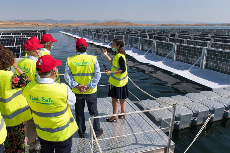 ACCIONA inaugura en Extremadura la primera planta fotovoltaica flotante conectada a red de España