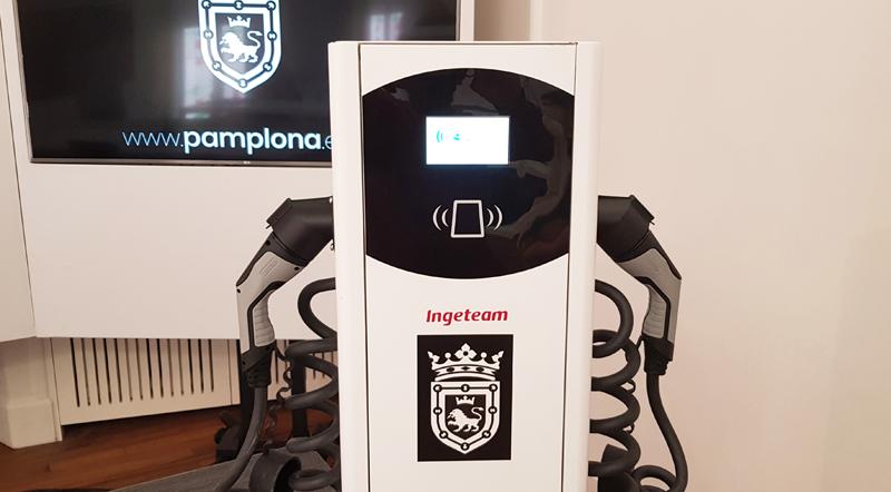 toma de recarga para vehículos eléctricos en Pamplona