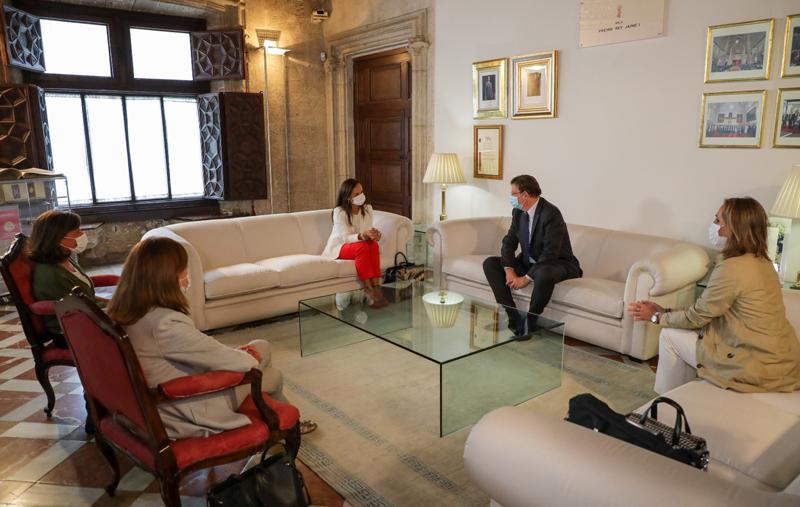 Reunión entre la presidenta de REE, Beatriz Corredor, y el presidente de la Generalitat, Ximo Puig.