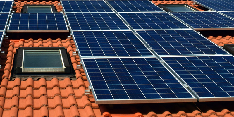 placas solares en cubierta edificios