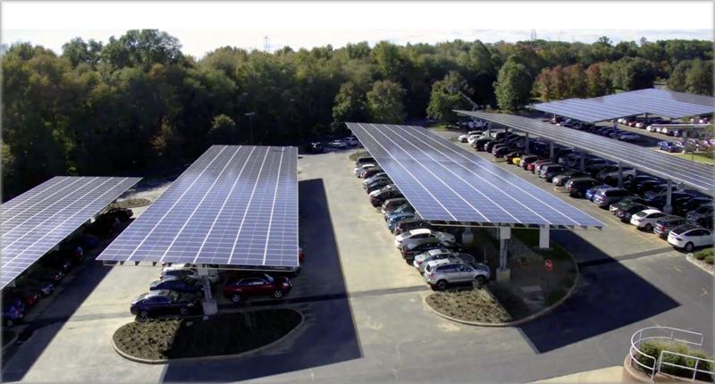 Paneles solares en aparcamiento