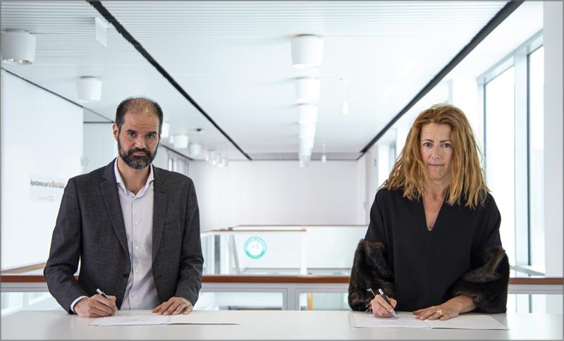 Firma del acuerdo IBM y Elewit.
