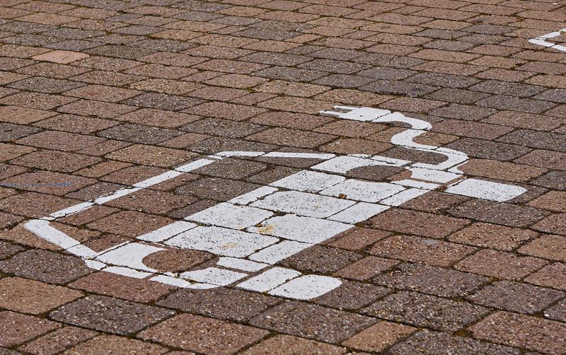 Señal en el suelo de recarga de vehículo eléctrico