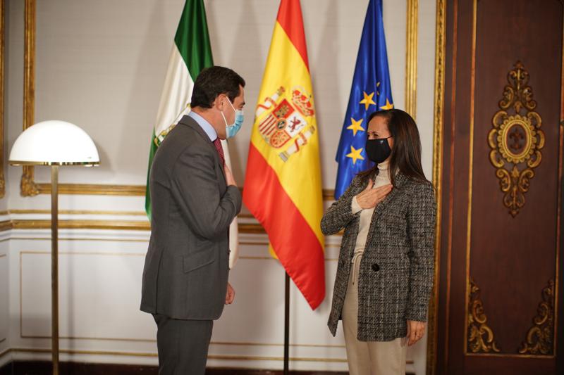 Juan Manuel Moreno, presidente de la Junta de Andalucía, y Beatriz Corredor, presidenta de Red Eléctrica.