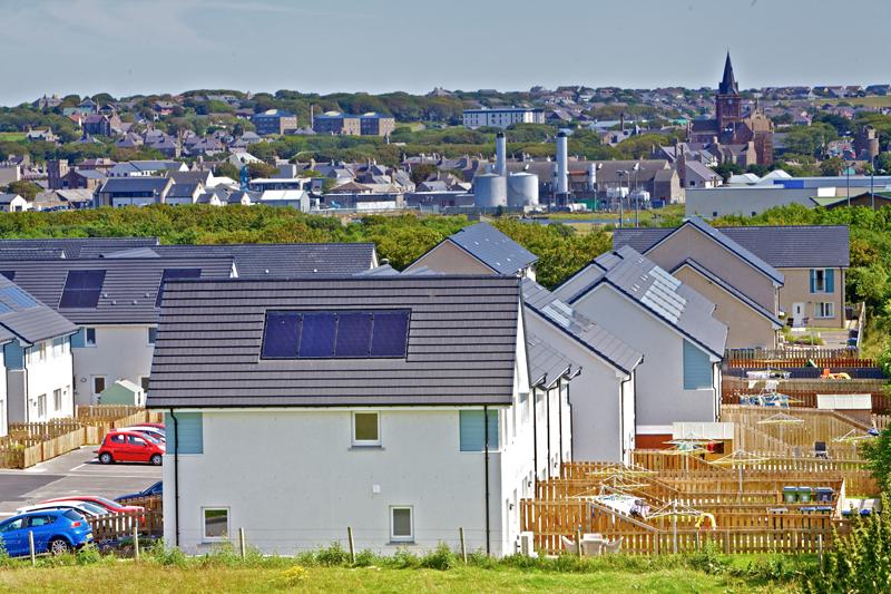 Tejados con paneles solares en Orkney