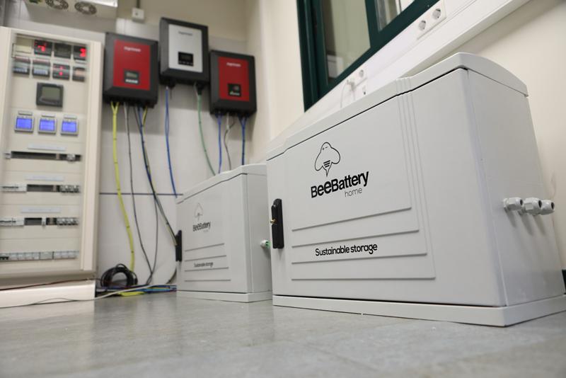 Sistema de baterías conectado a la microrred de la UPNA