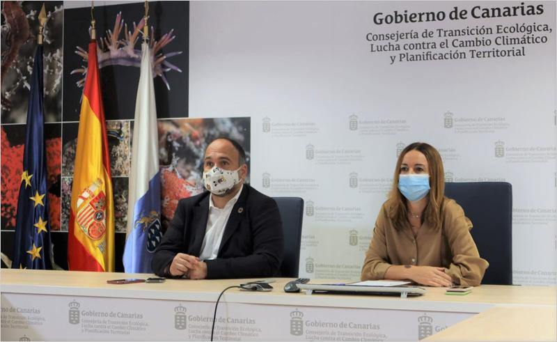 El consejero de Transición Ecológica, José Antonio Valbuena y la directora general de Energía, Rosana Melián,