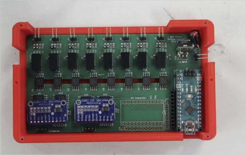 Circuito de medición de voltaje de celda y batería multicanal aislado para uso en cadenas en serie.