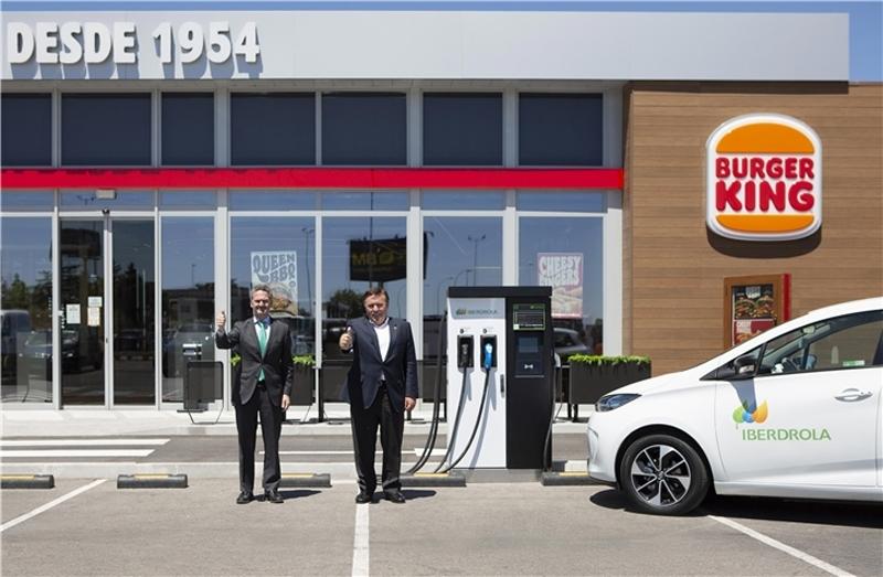 berdrola y RB Iberia instalarán 400 puntos de recarga de vehículos eléctricos en restaurantes