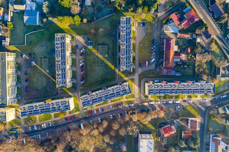paneles fotovoltaicos en azoteas de edificios