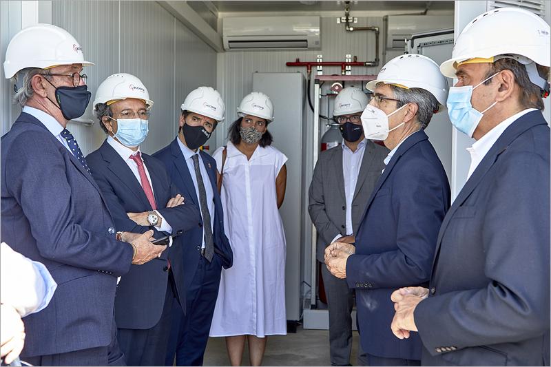 El consejero Irujo destaca la importancia de la economía circular en su visita a la primera planta de almacenamiento renovable con baterías reutilizadas en Tudela