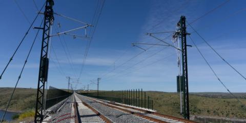 Luz verde al contrato de suministro de electricidad de origen renovable en puntos del sistema ferroviario